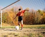 bermain-sepak-bola