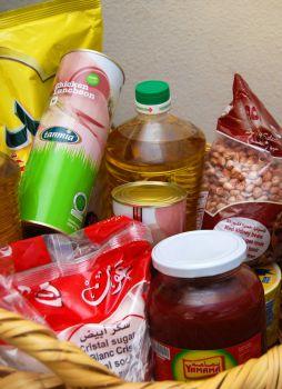 Paket bantuan makanan untuk orang Syria