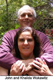 Khalida Wukawitz dan John, suaminya