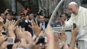 Paus senang dipuja manusia