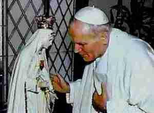 Paus Paulus II dan patung Ratu Sorga