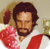 Richard Bennett ketika masih pendeta Katolik
