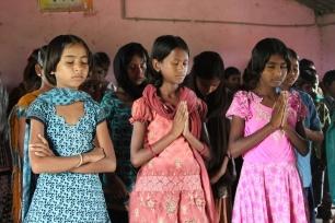 Laos dua remaja Kristen dianiaya karena iman Kristianiti mereka