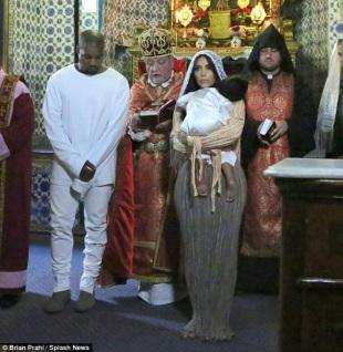 Kanye dan Kim pada acara Pembaptisan di Gereja Kerasulan Armenia
